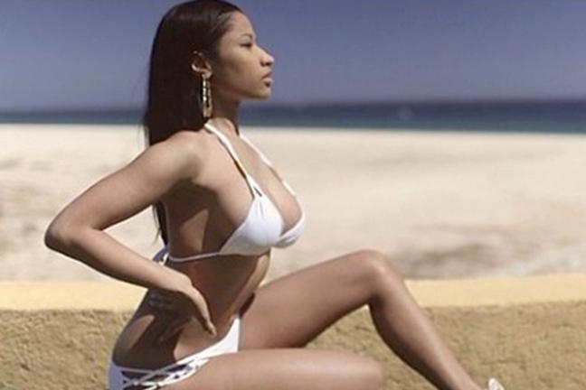 Η εκρηκτική Nicki Minaj με μπικίνι στο Μεξικό
