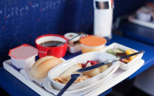 Γιατί το φαγητό στα αεροπλάνα έχει τόσο άσχημη γεύση;
