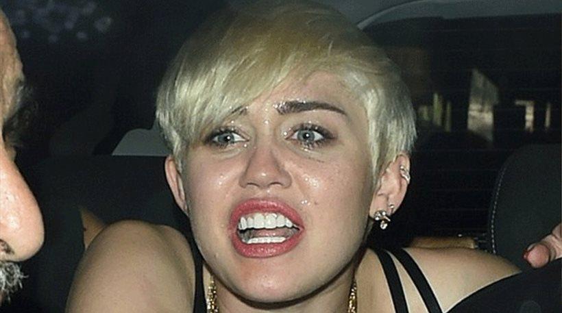 Δείτε φωτογραφίες: «Κομμάτια» η Miley Cyrus μετά από συναυλία!
