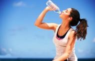 Πώς να υπολογίσετε πόσο νερό πρέπει να πίνετε την ημέρα