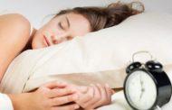 Τι κινδύνους κρύβουν οι πολλές ώρες ύπνου
