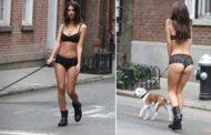 Emily Ratajkowski: Βγήκε βόλτα με τα εσώρουχα και το σκυλάκι της στη Νέα Υόρκη!