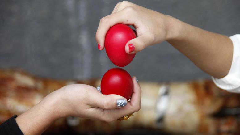 Γιατί τσουγκρίζουμε αυγά το Πάσχα