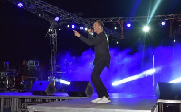 Ο Νίκος Οικονομόπουλος ξεσήκωσε το κοινό στην συναυλία του στην Κοζάνη