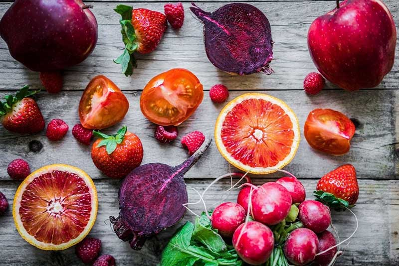 Πέντε φρούτα και λαχανικά γεμάτα βιταμίνη C