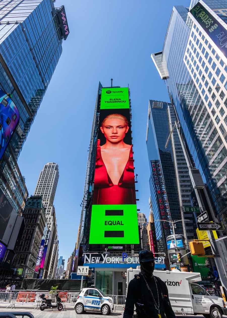 Έλενα Τσαγκρινού στην Times Square